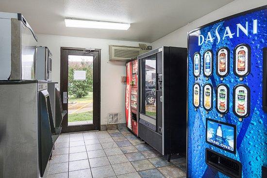 Motel 6 Fredericksburg North: Vending