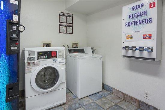 Motel 6 Fredericksburg North: Laundry