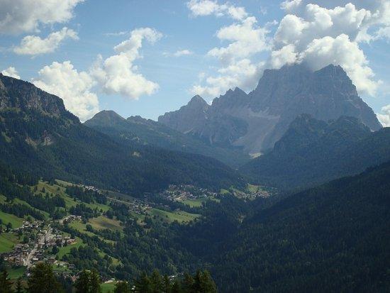 Colle Santa Lucia, Италия: Vista su Val Fiorentina, Selva di Cadore e Pelmo