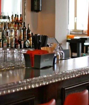 Bassersdorf, Ελβετία: Bar und Essen