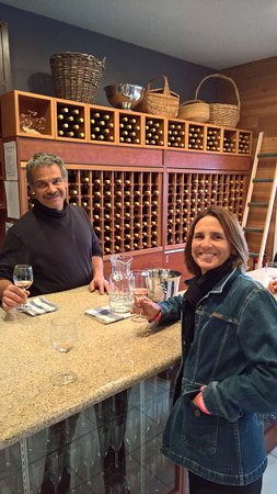 Summerland, Canada: Tasting room- with Head wine maker John Glavina