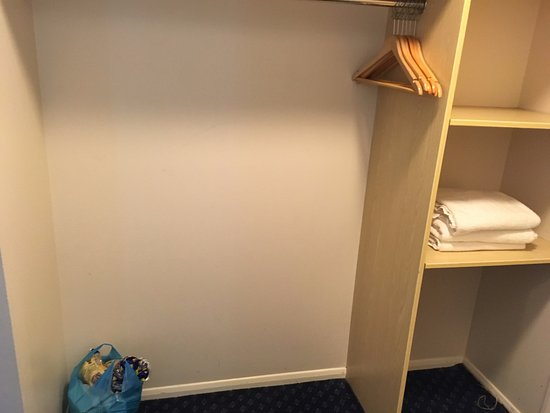 Northop Hall, UK: Wardrobe area and shelving with towels