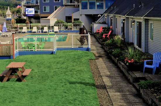 Tides By The Sea: Pool Area