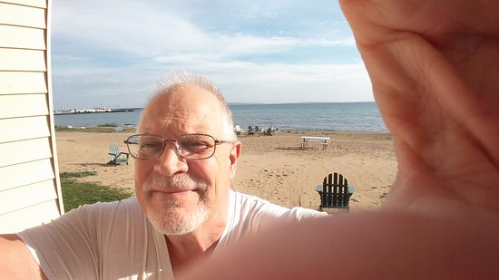 Mackinaw Beach and Bay - Inn & Suites: Selfie on Balcony