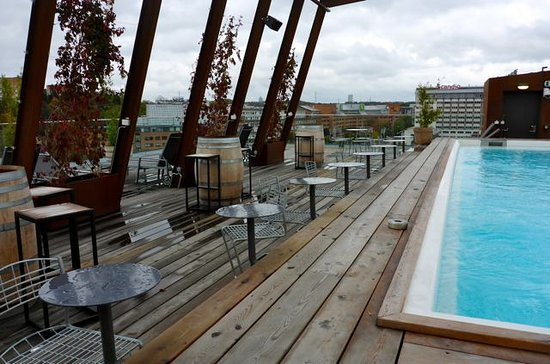 pool auf dem dach bild fr n the winery hotel solna tripadvisor. Black Bedroom Furniture Sets. Home Design Ideas