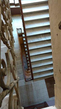 Corso Italia Suites: escaleras de acceso
