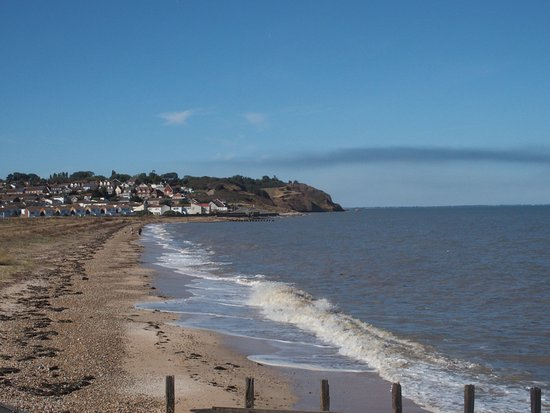 Leysdown-on-Sea, UK: View along the beach