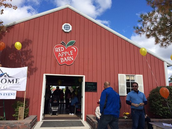 Plymouth, MI: Red Apple Barn