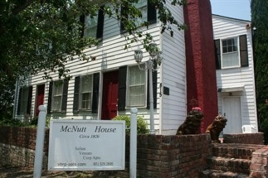 The McNutt House - Suites and Tour Home: 190 years young