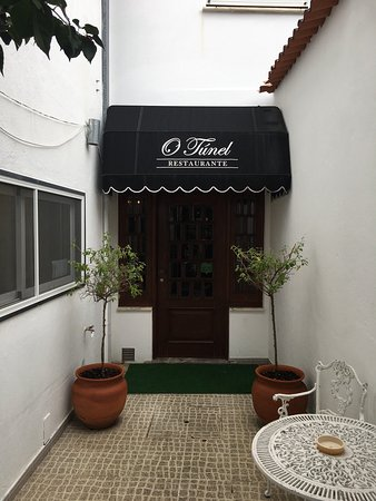 Oliveira do Hospital, Portugal: Schönes Restaurant im Zentrum von Oliveira mit guter portugiesischer Küche.