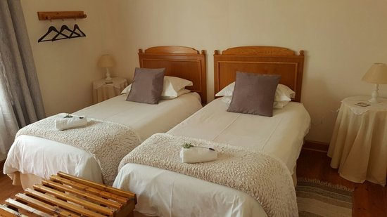 Caledon, Güney Afrika: En-suite room with 2 single beds