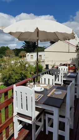 Caledon, Güney Afrika: Dining on the patio