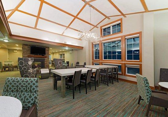 Stanhope, Νιού Τζέρσεϊ: Lobby - Communal Table