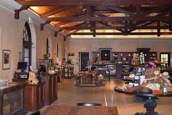 Kenwood, Kalifornien: Inside the Visitors' Center and Wine-tasting room