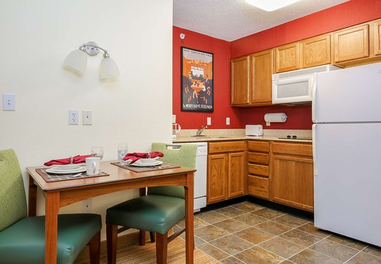 The Woodlands, تكساس: Two-Bedroom Suite - Kitchen