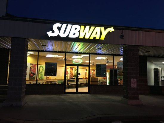 Macedon, Nowy Jork: Subway - from outside at night