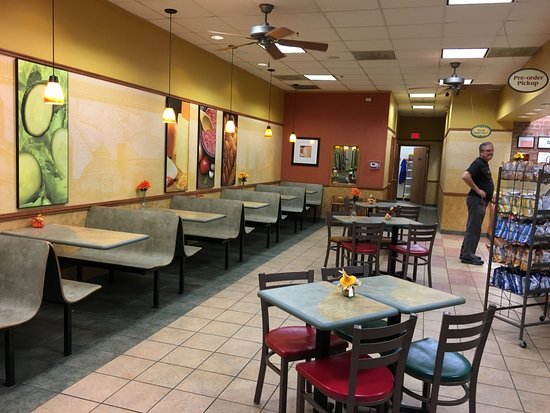 Macedon, Nowy Jork: Subway - view into front of restaurant
