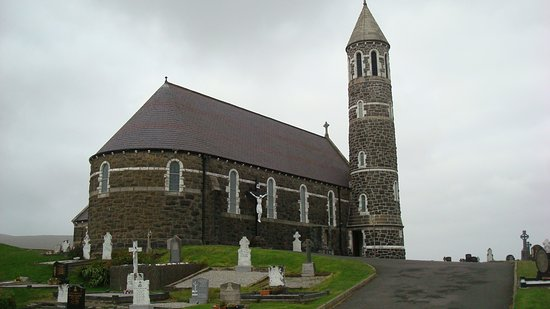 Dunlewey, İrlanda: Catholic Church accross the road