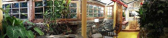 Refugio La Brisa del Diablo Bed & Breakfast: Dinning room with fire place
