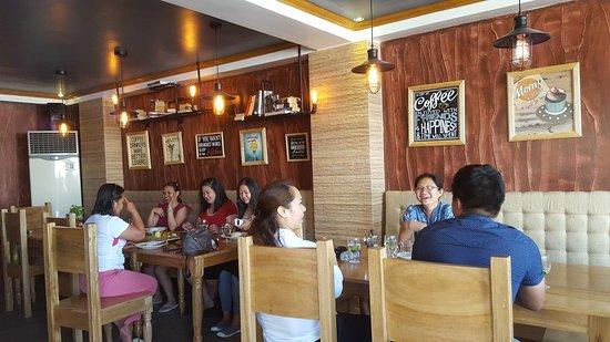 Caticlan, Filipinas: Shenzi's