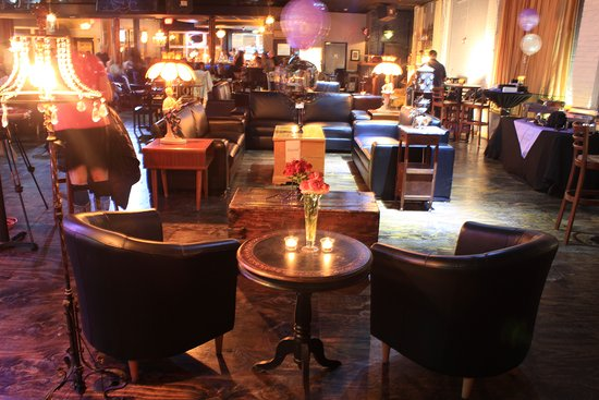 Highwood, IL: Diners and music afficionados love our lounge areas