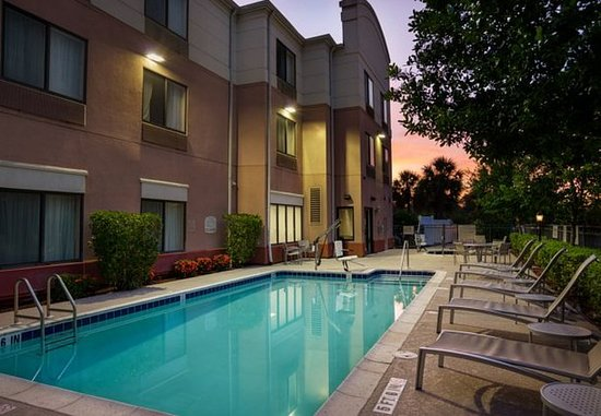 SpringHill Suites St. Petersburg Clearwater: Outdoor Pool & Spa