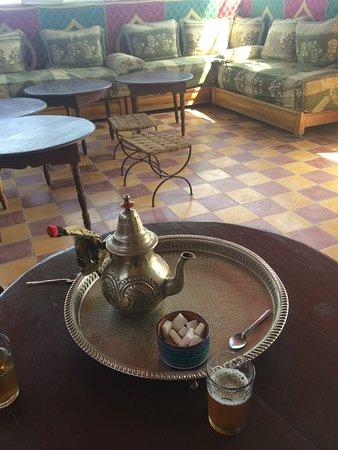 Riad Essaoussan: appena arrivati il proprietario ci ha accolti servendoci il loro tipico The alla menta