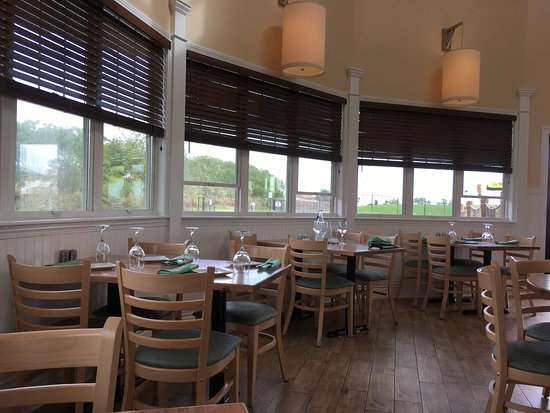 Stratford, CT: Beach House Grill at Short Beach