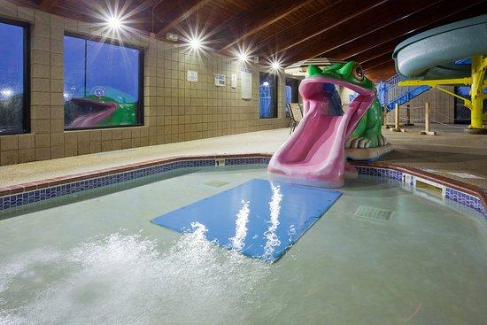 Americ Inn Shakopee Pool Kiddie Slide
