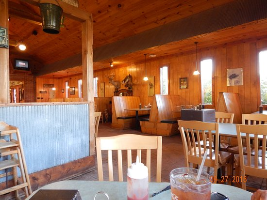 Mud Creek BBQ: Dining Room