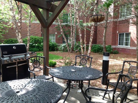 Extended Stay America - Boston - Waltham - 32 4th Ave. : Picnic Area