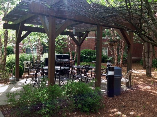 Extended Stay America - Boston - Waltham - 32 4th Ave.: Picnic Area