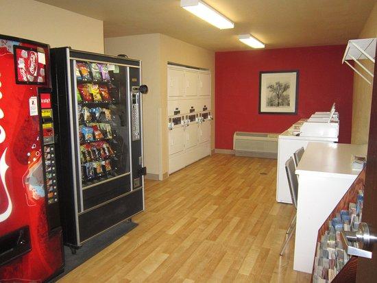 West Sacramento, CA: On-Premise Guest Laundry