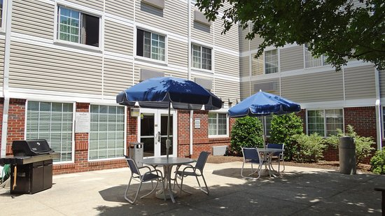 Extended Stay America - Raleigh - Northeast: Picnic Area