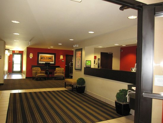 Stevenson Ranch, CA: Lobby and Guest Check-in