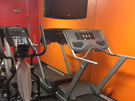 Elmsford, NY: On-Site Fitness Facility
