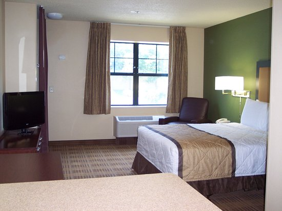 Peoria, IL: Studio Suite - 1 Queen Bed
