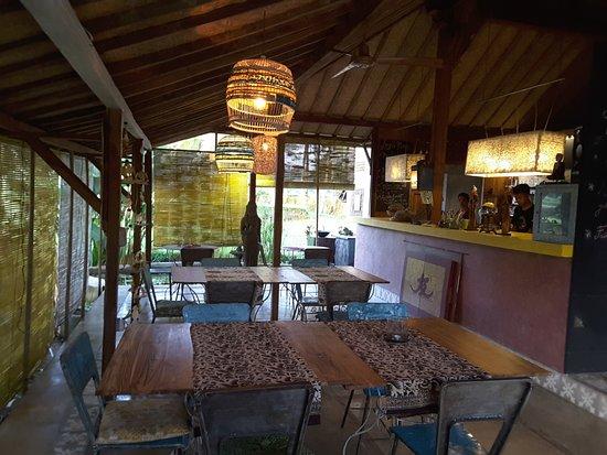 Hati Padi Cottages: Salle commune et cuisine