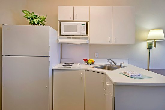 Extended Stay America - Detroit - Farmington Hills : Fully-Equipped Kitchens