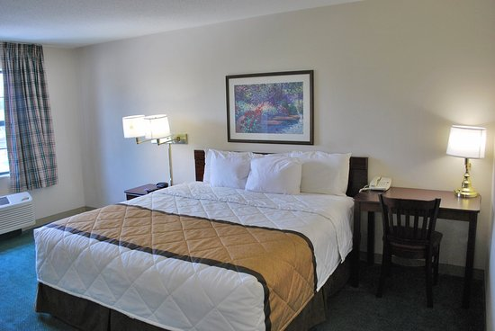 Saint Peters, MO : Studio Suite - 1 King Bed
