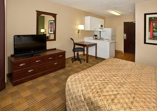 Carnegie, PA: Studio Suite - 1 Queen Bed