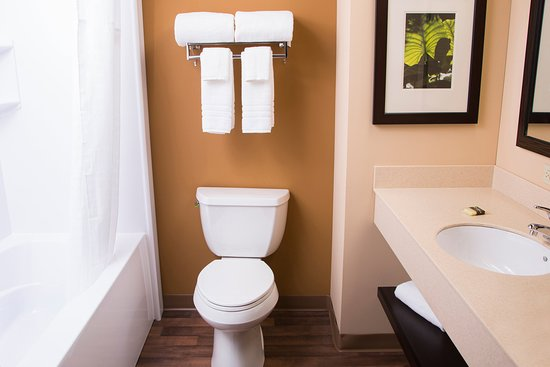 Extended Stay America - Raleigh - Cary - Regency Parkway North : Bathroom