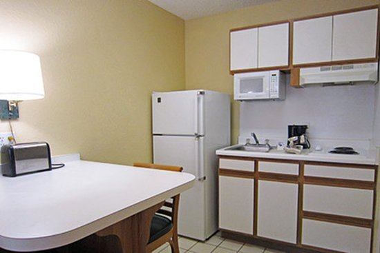 Glendale, CO: Fully-Equipped Kitchens