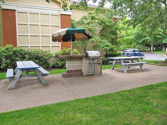 Extended Stay America - Portland - Beaverton : Picnic Area