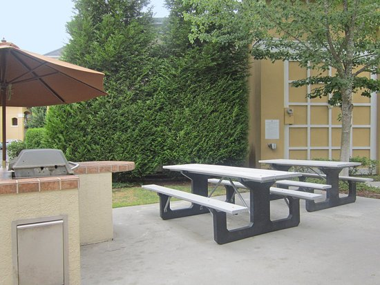 Extended Stay America - Seattle - Redmond: Picnic Area