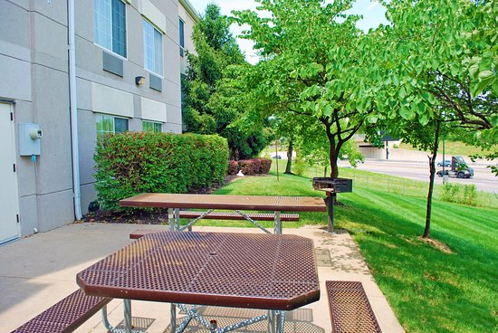 Extended Stay America - St Louis - Airport - Central: Picnic Area