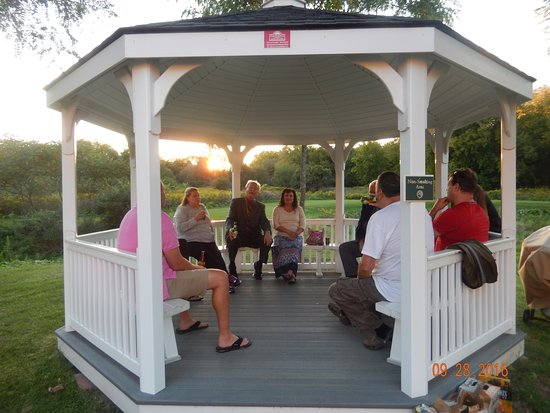 Country Inn & Suites By Carlson, Cortland : gazebo in the backyard