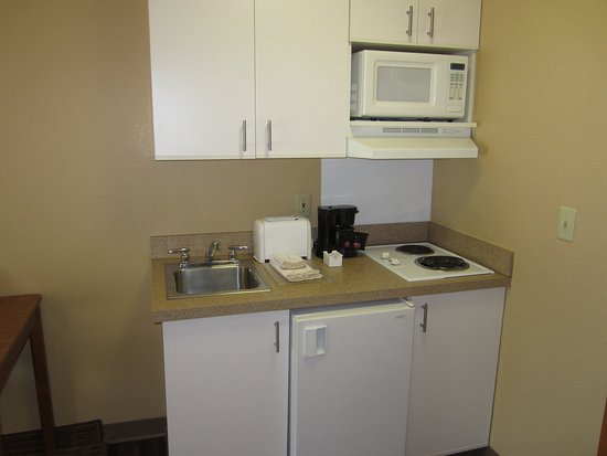 Gardena, CA: Fully-Equipped Kitchens
