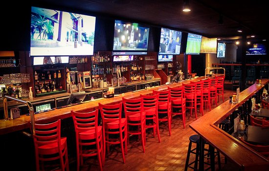 Ramada Plaza Fort Wayne Hotel & Conference Center: Duesy's Sports Bar