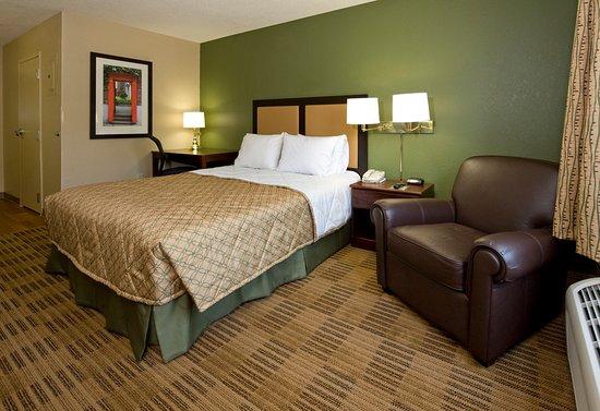 Romeoville, IL: Studio Suite - 1 Queen Bed